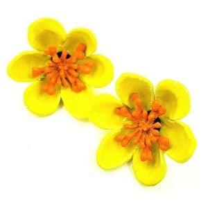 VTG Yellow Orange Plastic Flower Clip On Earrings